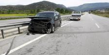 Otomobil Bariyerlere Çarptı : 2 Yaralı