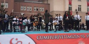 Öğrencilerden Şiir ve Müzik Dinletisi