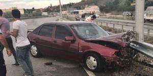 Otomobil Bariyerlere Çarptı: 4 Yaralı