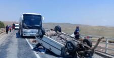 Otomobil Yolcu Otobüsü İle Çarpıştı