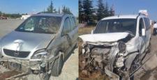Otomobiller Bariyerlere Çarparak Durdu