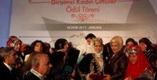 Fatma Sayan, Ödülünü Emine Erdoğan'dan Aldı