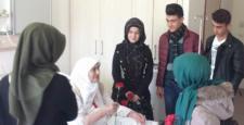 Gençlerden, Hastalara Ziyaret