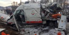 Ambulans Kaza Yaptı: 1 Ölü, 3 Yaralı