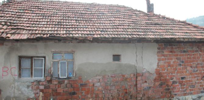Bu Köyde Evlerde Çatlaklar Oluştu