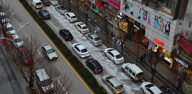Gazi Caddesi Beyaza Büründü