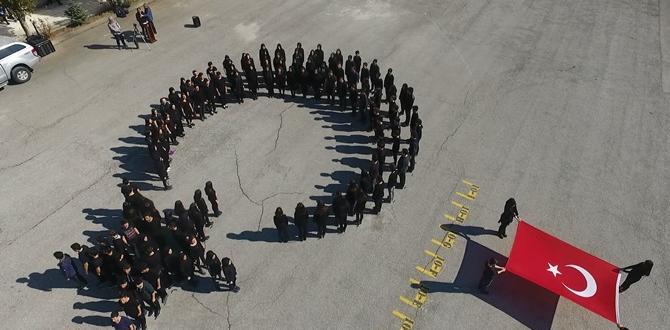 Öğrenciler Ay-Yıldız Koreografi Yaptı