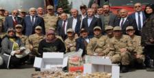 AK Parti'den Mehmetçiğe 5 Tır Yardım
