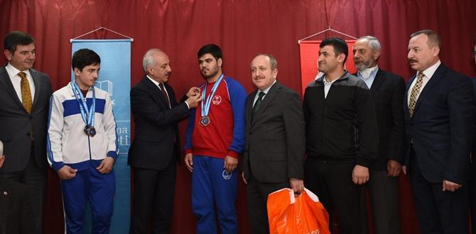 Başarılı Sporcuları Ödüllendirdiler