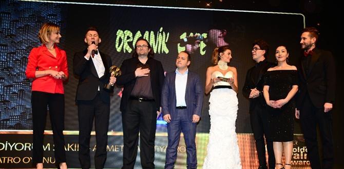 """Çorumlu Arıkoğlu'na """"Yılın Tiyatro Oyunu"""" Ödülü"""