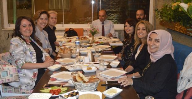 İYİ Parti Bayan Gazetecilerle Sahur Yaptı