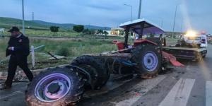 Traktör İkiye Bölündü : 4 Yaralı
