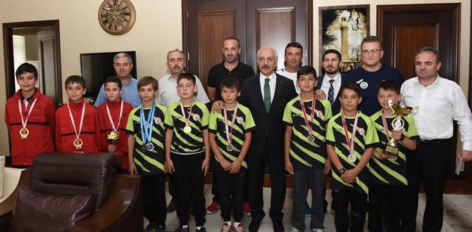 Şampiyonlardan Gül'e Ziyaret