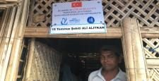 Arakanlı Mültecilere Bambu Ev