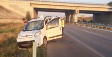 Ticari Araç Bariyerlere Çarptı : 4 Yaralı
