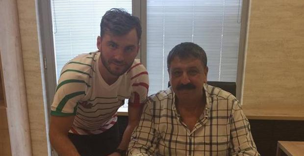Özgür, Diyarbekirspor'a İmza Attı