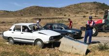 Otomobil Beton Bacaya Çarptı: 5 Yaralı