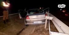 Otomobil Bariyerlere Çarptı: 2 Yaralı