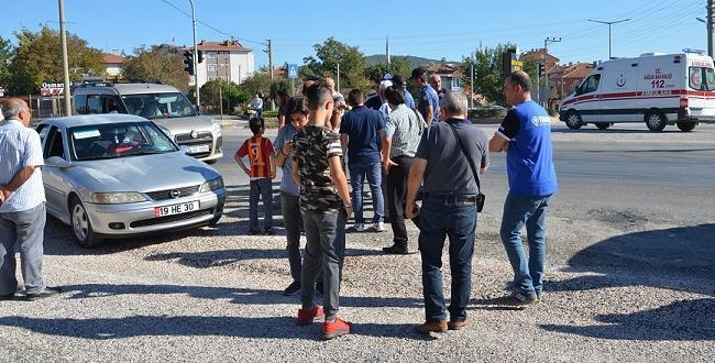Otomobil Kız Öğrenciye Çarptı