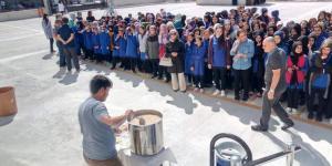 Yıldırım Beyazıt'ta Öğrencilere Aşure Dağıtıldı