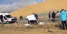 Araçlar Kafa Kafaya Çarpıştı: 1 Ölü, 4 Yaralı
