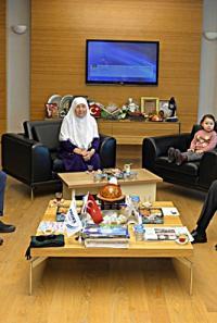 Kazakistanlı Şair Anneanneden Rektöre Ziyaret