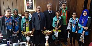 Atcıoğlu Şampiyon Öğrencileri Ödüllendirdi