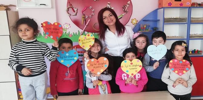Minikler Ev İşlerinde Ailelerine Yardım Ediyor