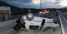 Otomobil Refüje Devrildi : 6 Yaralı