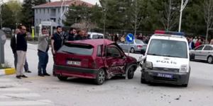 Polis Otosu ile Otomobil Çarpıştı
