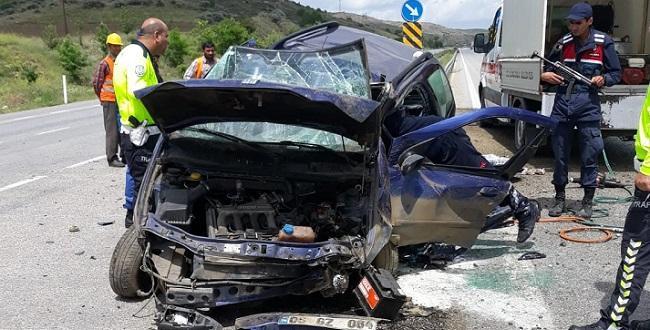 Kazada Araç Hurdaya Döndü