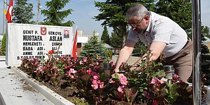 Şehitlik Çiçeklerle Donatıldı