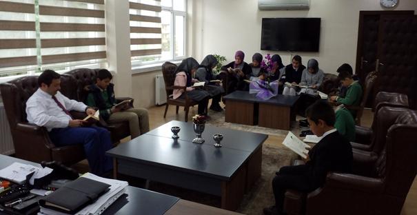 Öğrenciler Kitap Okumak İçin Buluştu