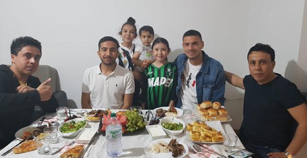 Milli futbolcu, Çorumlu Ailenin İftarına Konuk Oldu