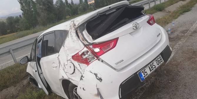 Otomobil Bariyerlere Çarptı : 1 Yaralı