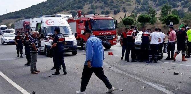 İki Otomobil Çarpıştı: 3'ü Ağır, 4 Yaralı