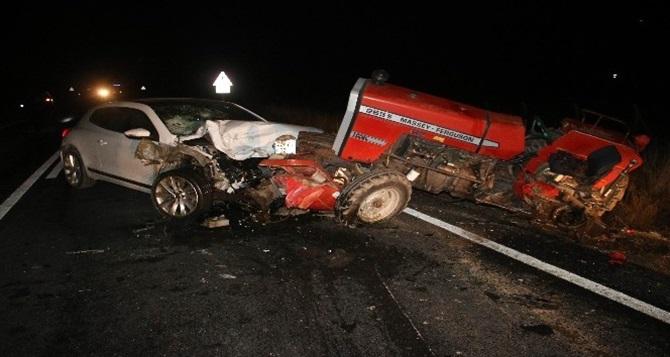 Otomobil Traktöre Arkadan Çarptı: 2 Kişi Ağır Yaralı
