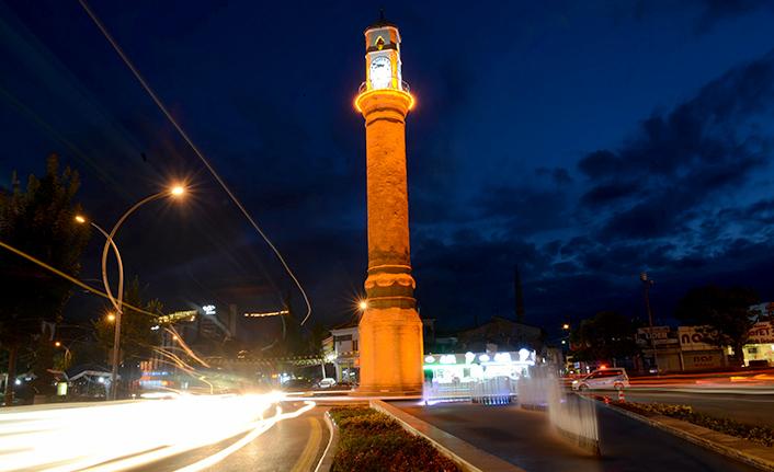 Tarihi Saat Kulesi İhtişamıyla Göz Dolduruyor