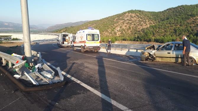 Otomobil Bariyerlere Çarptı: 6 Yaralı