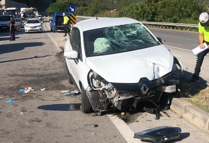 Otomobil Refüje Çıktı : 3 Yaralı