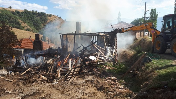 Yangın'da 2 Ev Kül Oldu