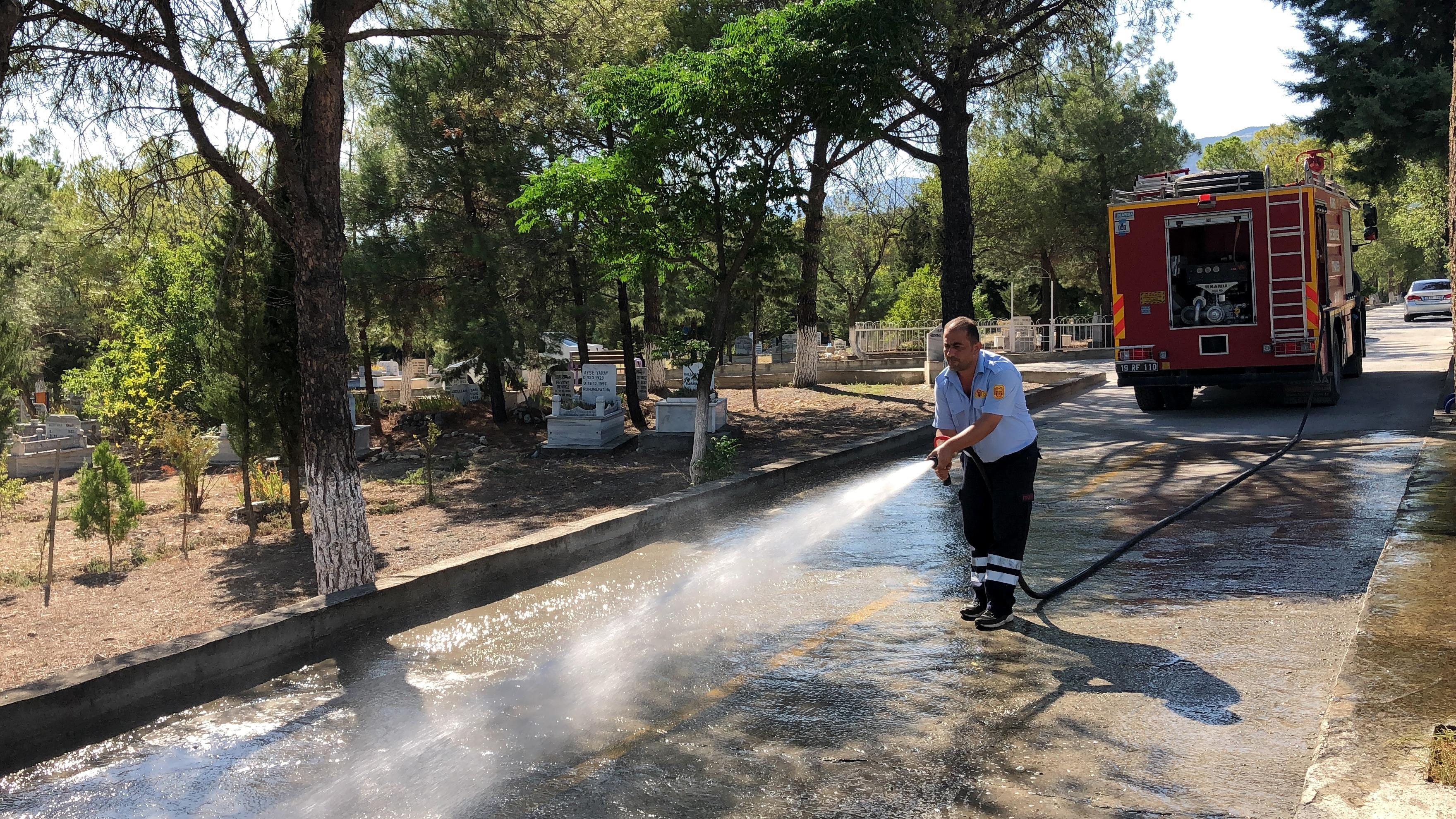 Kargı'da Mezarlıklar Gül Suyu ile Yıkandı