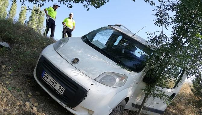 Hafif Ticari Araç Yoldan Çıktı: 1 Yaralı