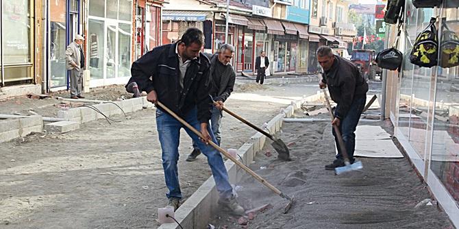 Belediye Caddesinde Hummalı Çalışma