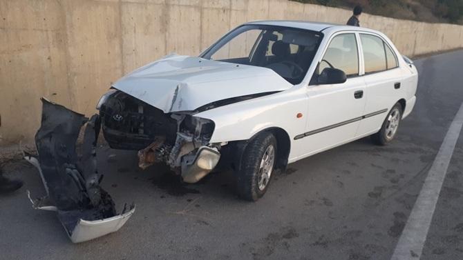 Otomobil Beton Duvara Çarptı: 2 Yaralı