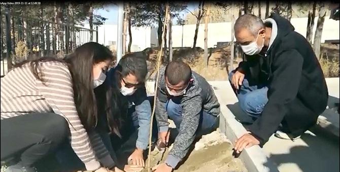 Öğrenciler Kampüste Fidan Dikti