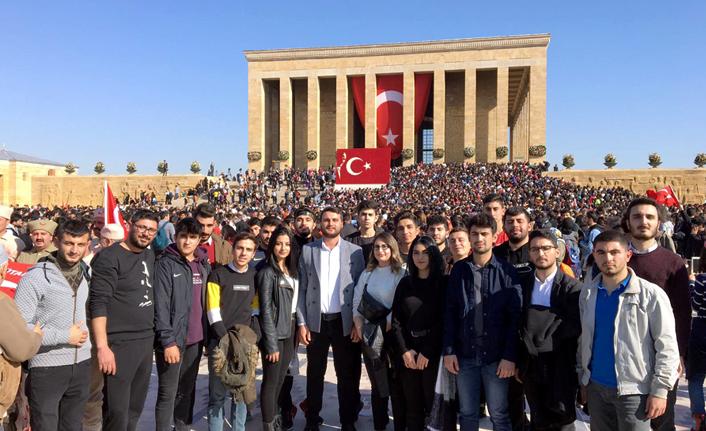 CHP Gençlik Kolları Anıtkabir'de