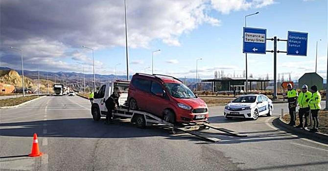 Gözüne Sinek Kaçan Sürücü Kaza Yaptı