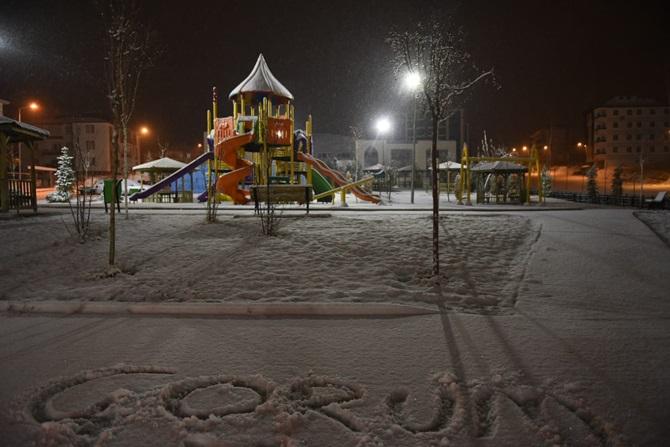 Çorum'da Yılın İlk Kar Yağışı