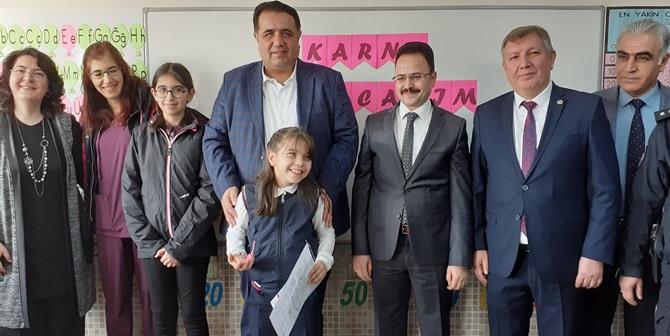 Milletvekili Kaya, Kızının Okulu'nda Karne Dağıttı